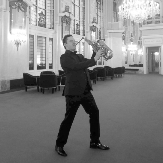 https://dlf34gxww3tiu.cloudfront.net/wp-content/uploads/2018/12/Alexej-Saxofon-Schneider-Grant-Hochzeit.jpg