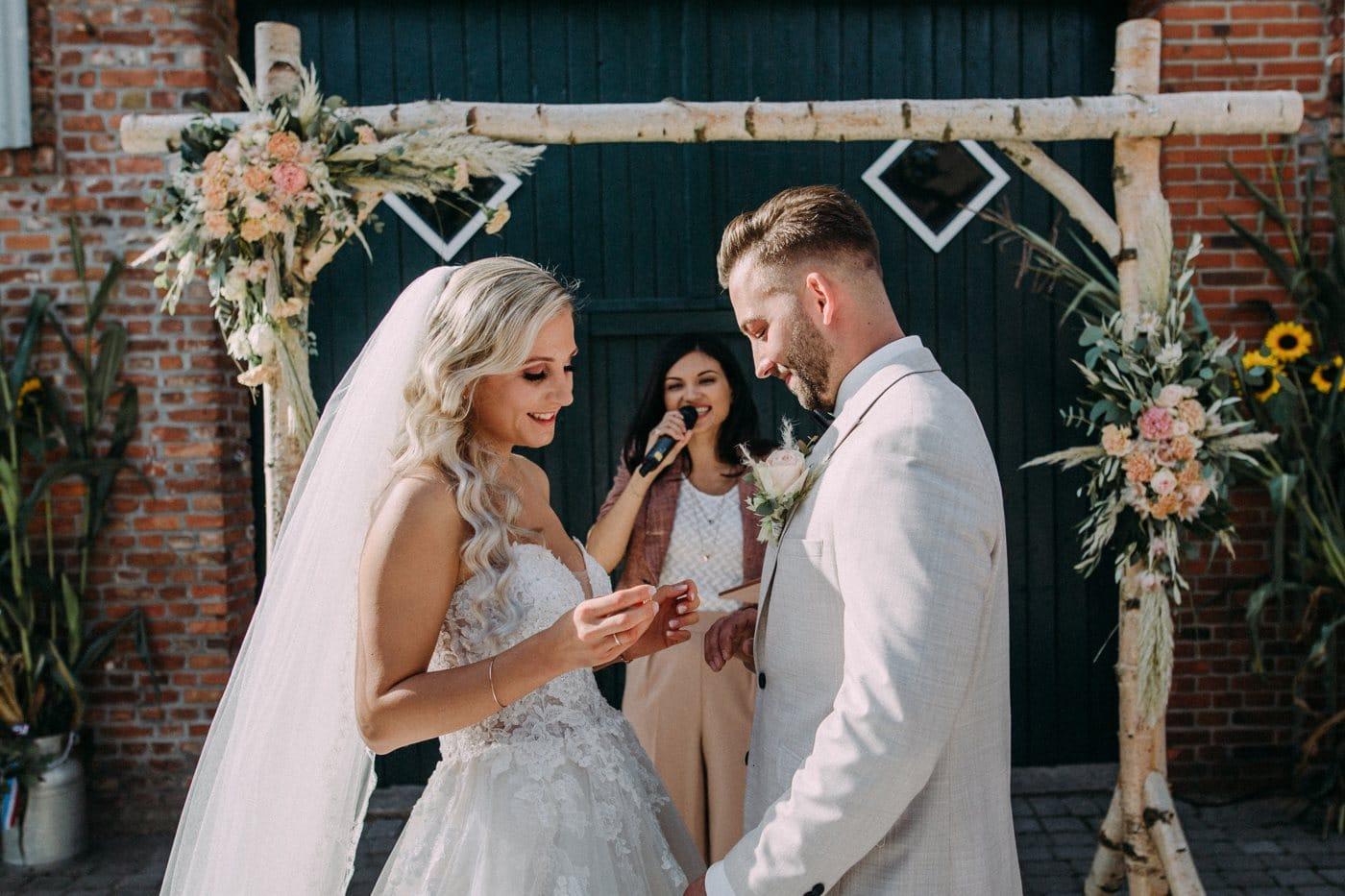 Freie Trauung mit Elnora Grant Hochzeit